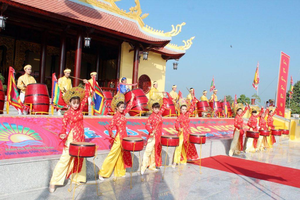 Giỗ tổ Hùng Vương đi đâu chơi hấp dẫn nhất?